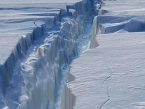 Καταγράφηκε σπάσιμο παγετώνα στην Ανταρκτική