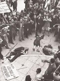 Το 1944, ξεσπούν στην Αθήνα τα Δεκεμβριανά