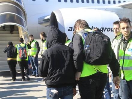Άλλοι 37 παράνομοι μετανάστες προωθήθηκαν στις χώρες τους