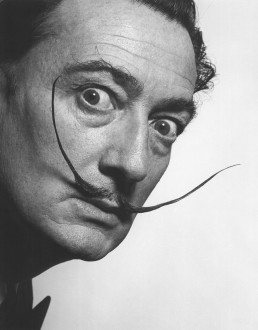 Η Γιόκο Όνο αγόρασε 10.000 δολ. ψεύτικη τρίχα από το μουστάκι του Νταλί
