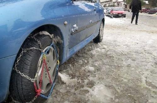 Με αντιολισθητικές αλυσίδες η κυκλοφορία προς το χιονοδρομικό κέντρο Λαϊλιά