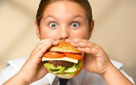 Οι πρώτες βρεφικές τροφές καθορίζουν αν ένα παιδί θα γίνει υπέρβαρο