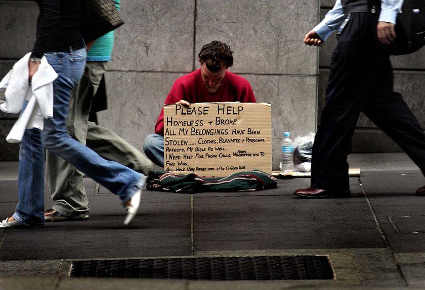 Αυξάνονται τα συσσίτια και οι άστεγοι σε ΗΠΑ και Βρετανία
