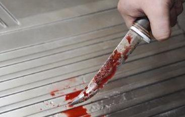 Εγγονός μαχαίρωσε τη γιαγιά του και το γείτονα