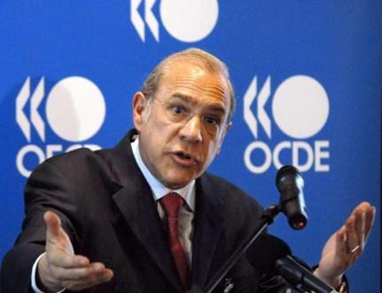 Άνχελ Γκουρία: «Προτιμότερη η  φορολόγηση των καταθέσεων»