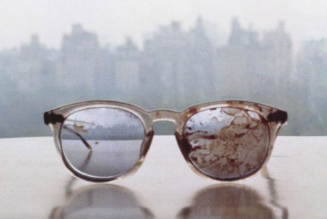 Η Γιόκο τουίταρε φωτογραφία με τα ματωμένα γυαλιά του Λένον