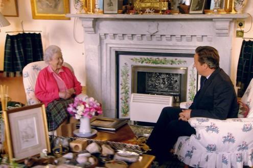 Στο κιτς σαλόνι της Βασίλισσας Ελισάβετ