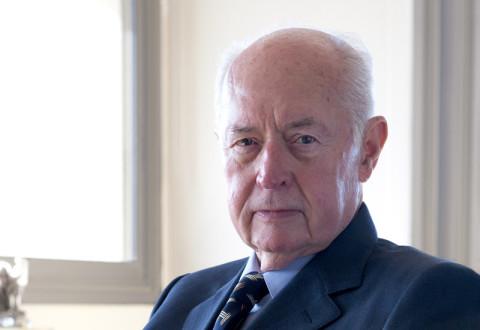 «Αναληθείς οι κατηγορίες Βγενόπουλου για το δάνειο στη Λαϊκή»