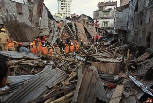 Κατάρρευση κτηρίου στο Μπαγκλαντές με τουλάχιστον 82 νεκρούς