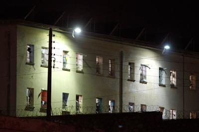 Μαχαίρια, ρόπαλα και γάντζοι στις φυλακές Κορυδαλλού