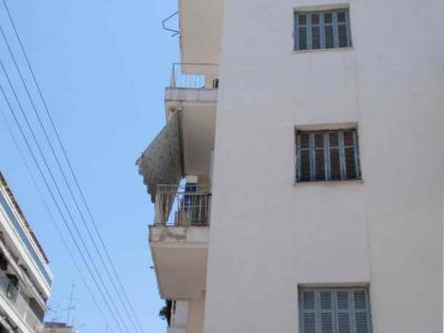Λάρισα: Σώα η 5χρονη που έπεσε από τον 4ο όροφο