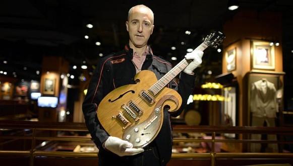 Στο σφυρί βγαίνει θρυλική κιθάρα των Beatles