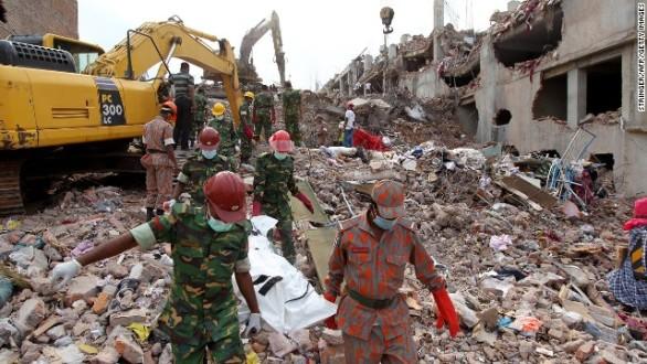 Πάνω από 800 οι νεκροί από την κατάρρευση κτιρίου στο Μπαγκλαντές