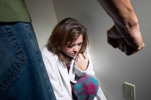 Το μνημόνιο αυξάνει βιασμούς και επιθετικότητα