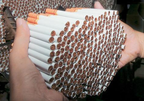 «Κάπνος» γίνονται 800 εκατομμύρια το χρόνο από το λαθρεμπόριο τσιγάρων