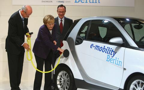 Μέρκελ: Ένα  εκατ. ηλεκτρικά αυτοκίνητα στους δρόμους στο τέλος της δεκαετίας