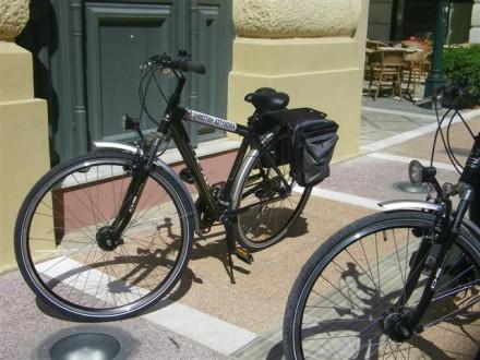 Δημοτικοί αστυνομικοί πάνω σε ποδήλατα