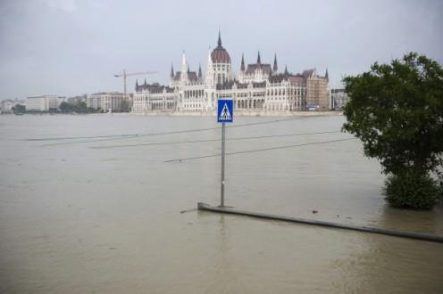 Πρωτοφανείς πλημμύρες σε Γερμανία και Ουγγαρία