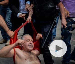 Αστυνομικά γκλοπ στο κεφάλι της Τουρκικής Δημοκρατίας