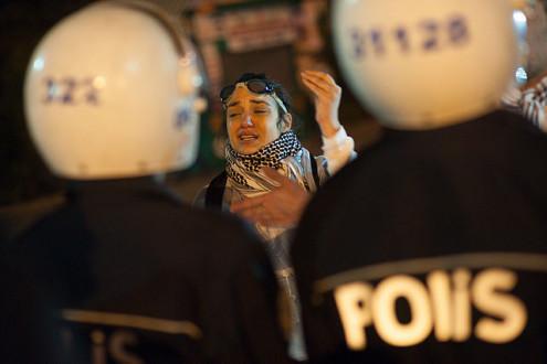 Νύχτα δακρυγόνων, συγκρούσεων και συλλήψεων στην Άγκυρα