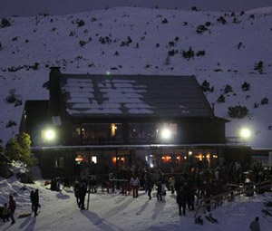 «Στάχτη» έγινε το σαλέ του χιονοδρομικού κέντρου Μαινάλου