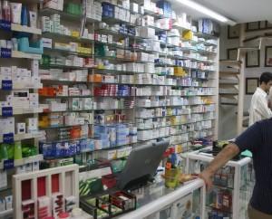 Κόντρα γιατρών-φαρμακοποιών για τον τρόπο συνταγογράφησης