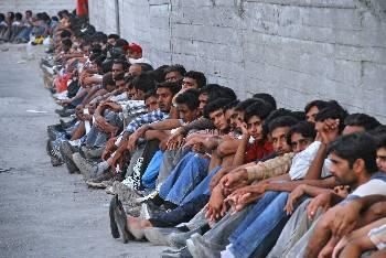 Σε απεργία πείνας 400 πρόσφυγες