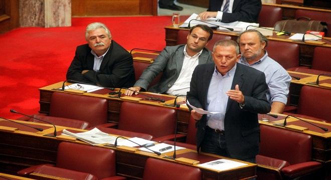 Άγρια κόντρα στη Βουλή για τον 902