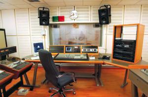 Τρίωρη στάση στα δημοτικά ραδιόφωνα