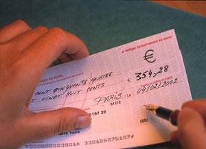 Χαλαρώνουν οι όροι απόκτησης μπλοκ επιταγών