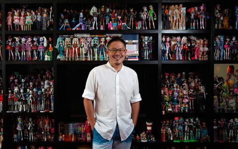 Ο άνθρωπος με τις 9.000 κούκλες!
