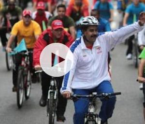 Ο Μαδούρο έπεσε από ποδήλατο!