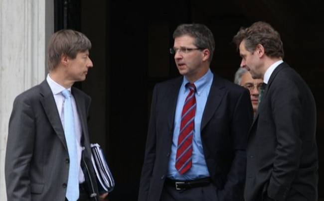 Διαπραγματεύσεις με δόσεις και πρέσινγκ για νέα μέτρα