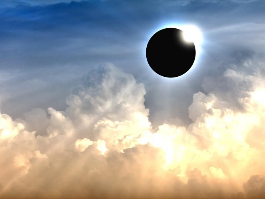 Η έκλειψη Ηλίου κι άλλες αστρο-περιπέτειες
