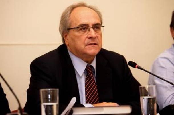 «Παρακράτος» καταγγέλλει ο Κωνσταντόπουλος