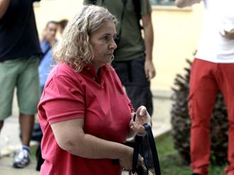 Εκτός εαυτού η Ζαρούλια επιτίθεται σε εικονολήπτη (Βίντεο)