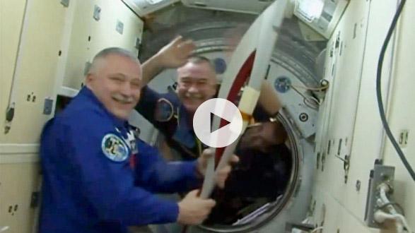 Από το διάστημα «έλαμψε» η Ολυμπιακή φλόγα (video)