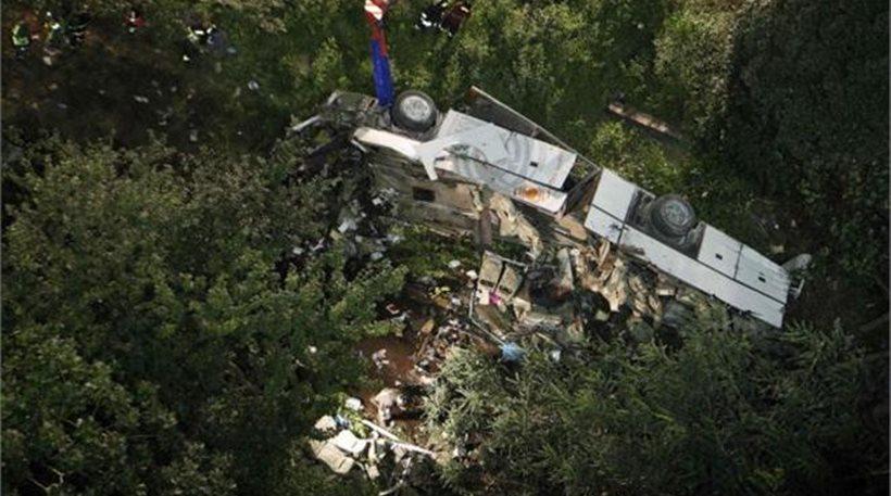 Δεκαπέντε νεκροί από πτώση λεωφορείου σε χαράδρα