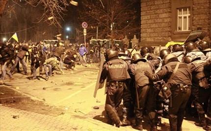 Συγκέντρωση διαμαρτυρίας 100.000 φιλοευρωπαίων στο Κίεβο
