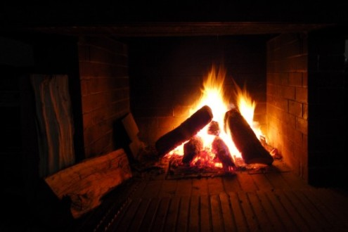 Παράλίγο να καεί ολόκληρη οικογένεια από πυρκαγιά