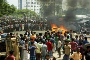 Απλήρωτοι οι μισοί υφαντουργοί στο Μπαγκλαντές