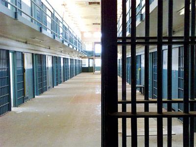 Κρατούμενος έκρυβε κινητά σε κάσωμα πόρτας
