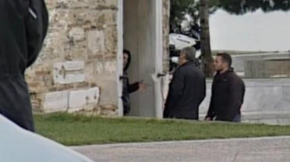 Συνελήφθη ο άντρας που απειλούσε να ανατιναχτεί στο Λευκό Πύργο