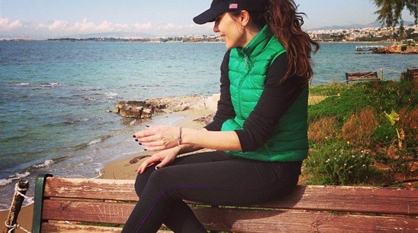 Γυμναστική δίπλα στο κύμα για τη Δέσποινα Βανδή