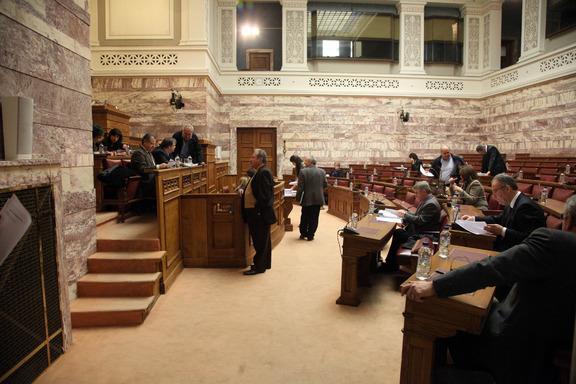 Ψηφίστηκε το νομοσχέδιο για την ψήφο ομογενών και μεταναστών