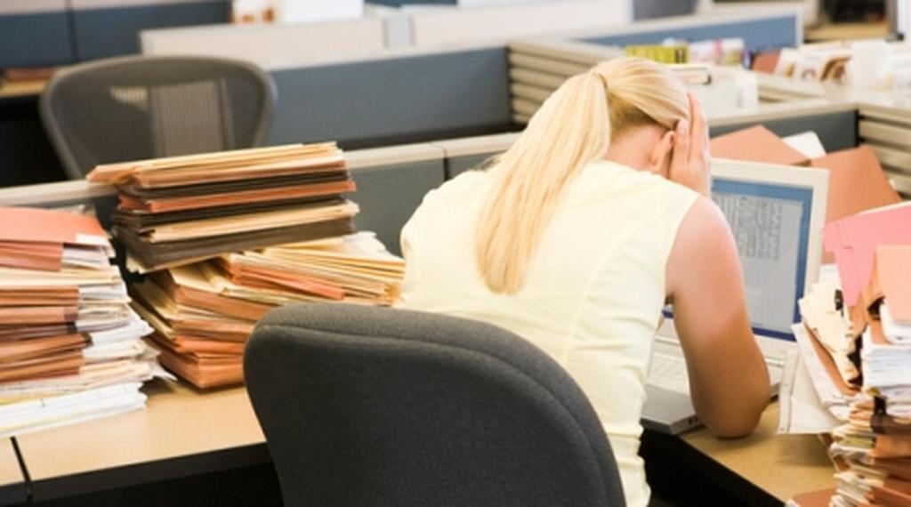 Ζητείται επιτάχυνση σε διαθεσιμότητες και απολύσεις