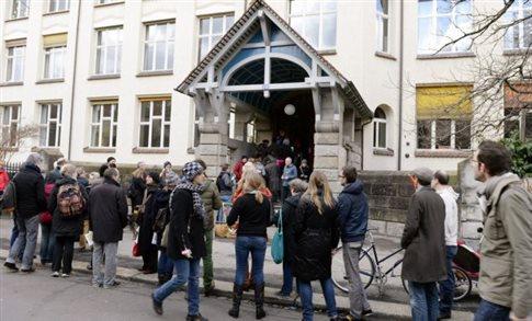 Κλείνει τα σύνορά της στους μετανάστες η Ελβετία