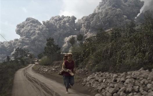 Τουλάχιστον 14 νεκροί από έκρηξη ηφαιστείου στην Ινδονησία