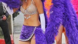 Ελληνίδα παρουσιάστρια ντύθηκε βασίλισσα του καρναβαλιού (Photos)