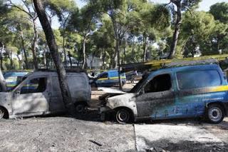 Πυρπόλησαν έξι αυτοκίνητα του ΟΤΕ στην Πετρούπολη